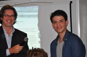De winnaar van de Eutopia essaywedstrijd 2011: Shahenshah Yagut (R)